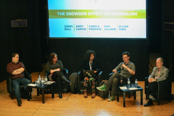 Da sinistra Andy Carvin, Jillian York, Carola Frediani, James Ball e Dan Gillmor. Foto: Giovanni Culmone.